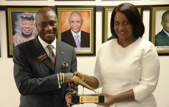 L – R: Mr. Oscar N. Onyema, Chief Executive Officer, The Nigerian Stock Exchange (NSE) presenting a gong to Mrs. Chinelo Anohu-Amazu, Director General of the National Pension Commission (PenCom) at the Closing Gong Ceremony at The Exchange on Thursday.