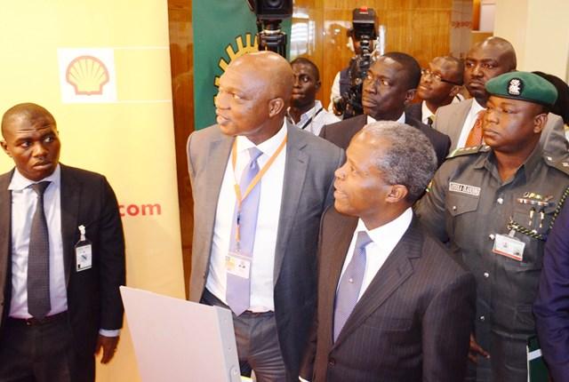 Osinbajo visits Shell exhibition stand at 2015 Economic Summit (PHOTO)