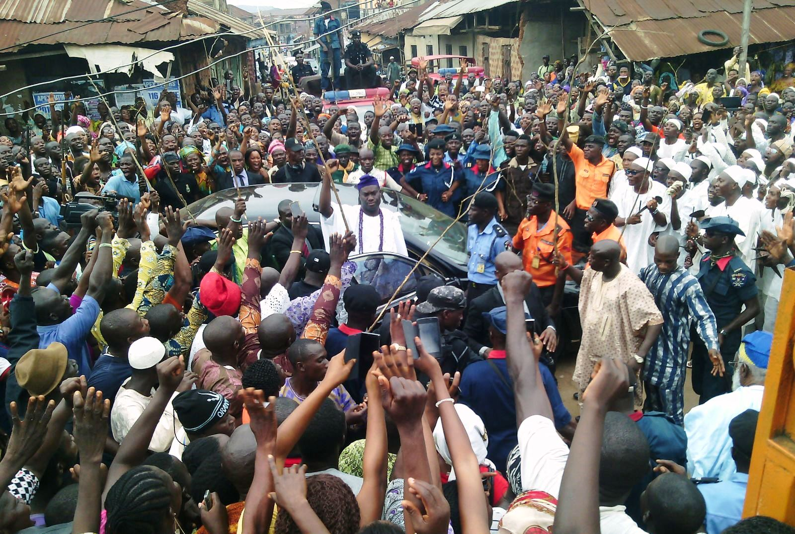 Wild jubilation as heavy crowd welcome Ooni-Elect to Ile-Ife (PHOTO)