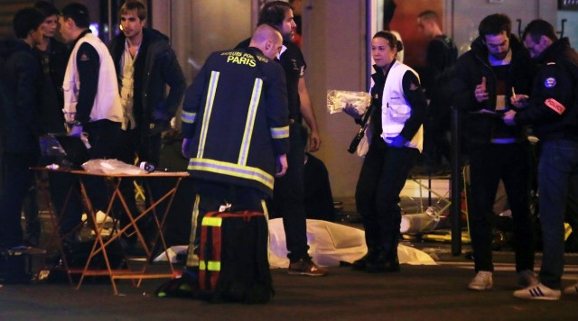 Paris hit by 'three teams of attackers' – French Prosecutor