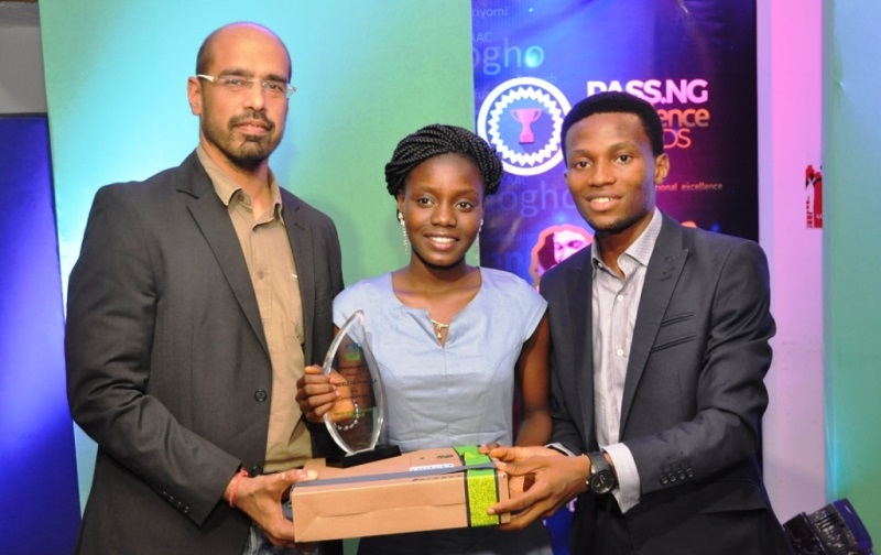 L-R: Nitin Anand, Vice President, Digital Services, Airtel Nigeria; one of the outstanding students in 2015 UTME and Pass.ng Awardee, Faith Bamidele with  founder, Pass.ng Platform, Samson Abioye during the award presentation at the Pass.ng Excellence Awards 2015 held in Ikoyi, Lagos on Friday.