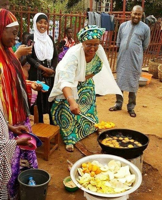 Nigeria's First Lady, Mrs Aisha Buhari frying APC Akara during the presidential campaign season in March 2015.